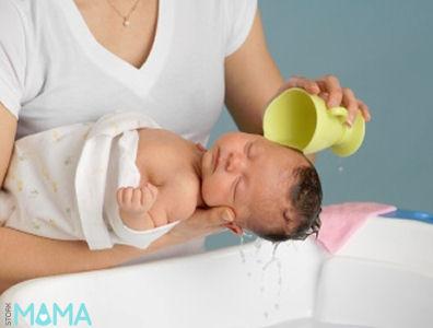 how to wash a newborn hair